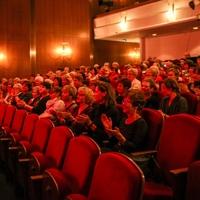 Die Ehrenamtlichen genossen ein kulturelles Programm im Theater neue Bühne und freuten sich über die Wertschätzung (Foto: Angelina Lämpel)
