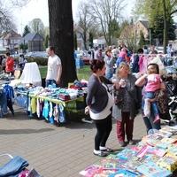 Gute erhaltene Ausstattung für Babys und Kleinkinder gibt es auf dem Flohmarkt in Lauchhammer. (Foto: Netzwerk Gesunde Kinder, Christine Thomschke)