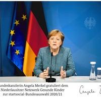 Bundeskanzlerin Angela Merkel gratuliert dem Niederlausitzer Netzwerk Gesunde Kinder zur startsocial Bundesauswahl 2020/2021