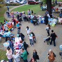Bild: Beim Herbst-Flohmarkt im letzten Jahr gab es zahlreiche Besucher (Foto: Klinikum Niederlausitz /Christine Thomschke)