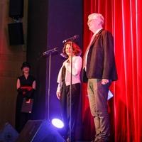 Klinikum-Geschäftsführer Hendrik Karpinski und Simone Weber-Karpinski bedankten sich bei den ehrenamtlichen Familien-Paten sowie den Grünen Damen und Herren für das Engagement gegenüber Familien und Patienten  (Foto: Angelina Lämpel)