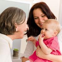 Paten begleiten und beraten Mütter mit ihrem Baby bis zum 3. Lebensjahr  [Foto (c) Fotolia CandyBox]