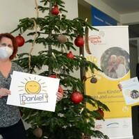 Christine Thomschke (l.) und Daniela Graß vom Niederlausitzer Netzwerk Gesunde Kinder sagen DANKE für die breite Unterstützung. (Foto: Steffen Rasche)