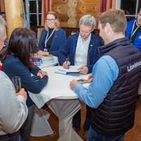 Autogrammstunde mit Jens Weißflog (Foto: LéonWood®, Ariane Dietrich) (Bild: 4/6)