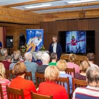 Ein voller Saal bei der Buchvorstellung und Diskussionsrunde mit Jens Weißflog (Foto: LéonWood®, Ariane Dietrich) (Bild: 1/6)