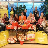 Bild: Stiftung Gesunde Kinder überreicht Spende an das Netzwerk - kleine Geschenke erfreuen Fami-lien und Kinder (Foto: Steffen Rasche) (Bild: 2/3)