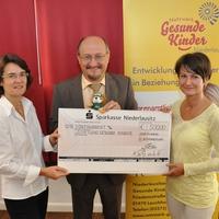 KWG unterstützt die Stiftung Gesunde Kinder mit einer Spende (Foto: KWG Ralf Weide)
