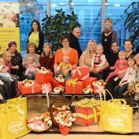Bild: Stiftung Gesunde Kinder überreicht Spende an das Netzwerk - kleine Geschenke erfreuen Fami-lien und Kinder (Foto: Steffen Rasche) (Bild: 3/3)