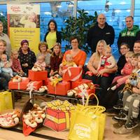 Bild: Stiftung Gesunde Kinder überreicht Spende an das Netzwerk - kleine Geschenke erfreuen Fami-lien und Kinder (Foto: Steffen Rasche) (Bild: 1/3)